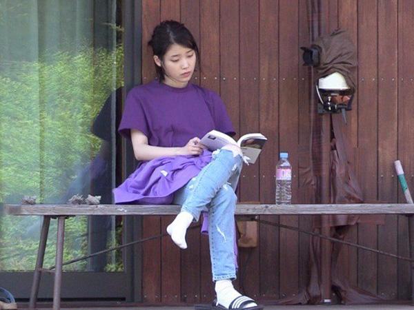 Agensi Jelaskan Alasan 'Klasik' IU Tolak Sponsor Pakaian di Acara 'Hyori's Bed & Breakfast'