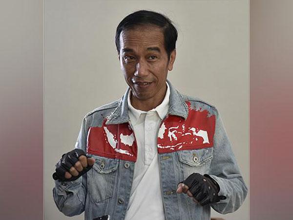 Penjelasan Seniman Jaket Denim Jokowi Soal Peta Indonesia 'Terbelah' Viral Dibicarakan Netizen