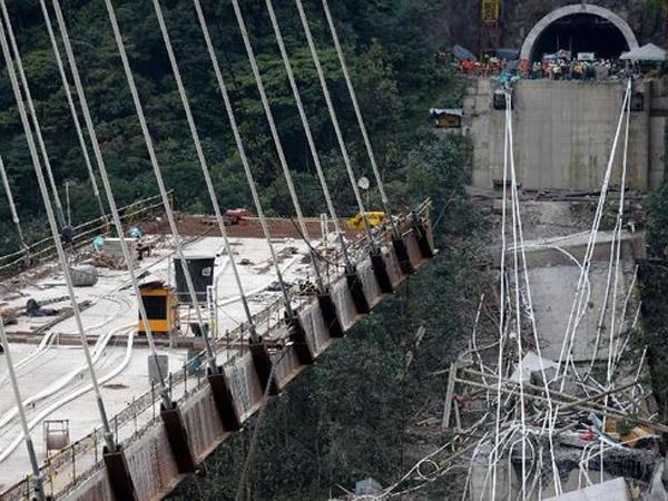 Kengerian Pemandangan Jembatan Kolombia yang Ambruk dan Tewaskan Korban di Tempat
