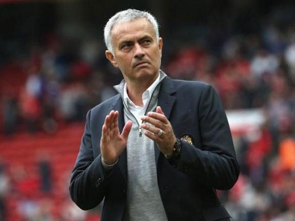 Jelang Natal, Jose Mourinho Perintahkan Pemain Manchester United Bagikan Jersey Sebagai Hadiah