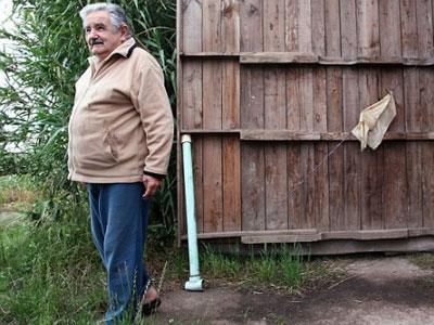 Salut, Presiden Uruguay Tinggal di Rumah Ladang!