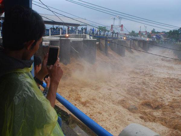 Himbauan Langsung Wali Kota Bogor Bima Arya untuk Warga Jakarta Waspada Kiriman Air Katulampa