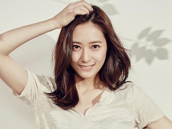 Krystal f(x) Jadi Sarjana Cantik di Foto Teaser Drama Tiongkok 'Graduation Season'