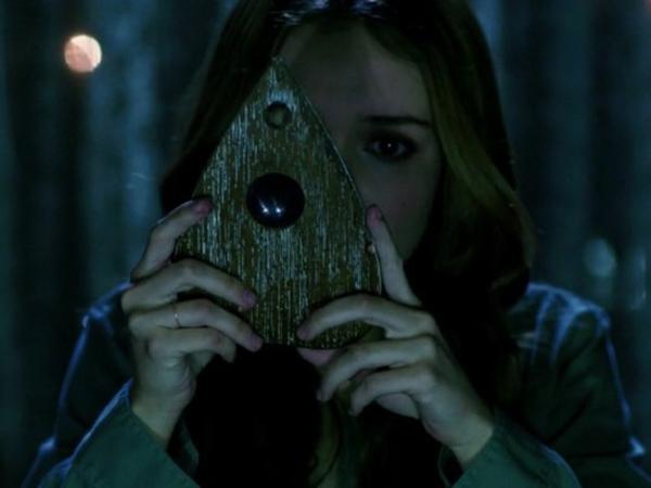 'Ouija', Film Supranatural Gunakan Papan Mainan Bertemu Dengan Arwah!