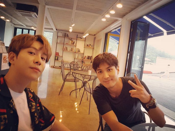 Bukan Chanyeol-Yesung, Ini Dua Seleb Pria yang Jadi Pasangan 'Celebrity Bromance' Selanjutnya