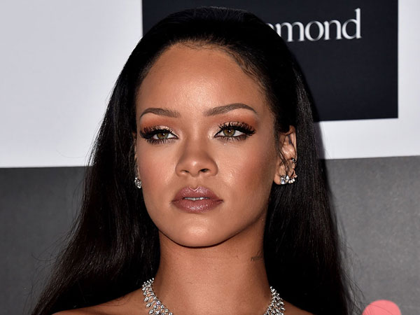 Oh No! Rumah Mewah Rihanna Dikabarkan Kebobolan Maling!