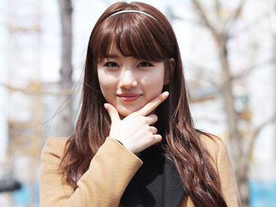 Suzy miss A Tunjukkan Rasa Senangnya Saat Baca Surat Dari Fans
