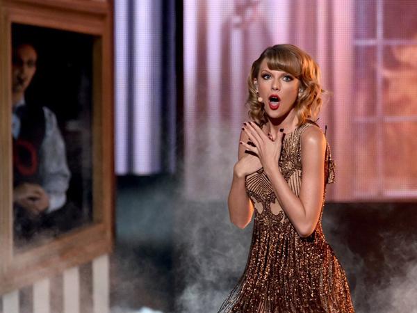 Duh, Lokasi Syuting Video Musik Taylor Swift Kebakaran!