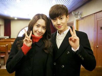 Jadi Kameo di 'Prime Minister and I' Suho EXO Sempatkan Foto Bareng YoonA SNSD
