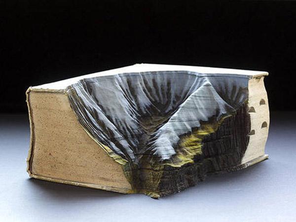 Kreatif! Buku Bekas Ini Disulap jadi Miniatur Pemandangan Alam