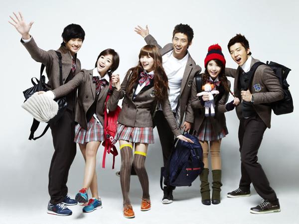 Contek Gaya Fashion A La Anak Sekolah di K-Drama Yuk!