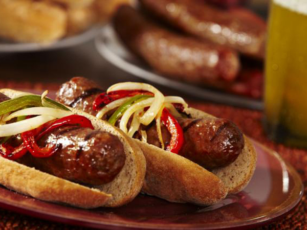 Buat Resep Bbq Sausage Hot Dog dengan Caramelized Onion, Yuk!