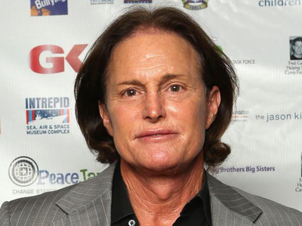 Terlibat Kecelakaan yang Tewaskan Satu Orang, Bruce Jenner Mengemudi Sambil Gunakan Ponsel?