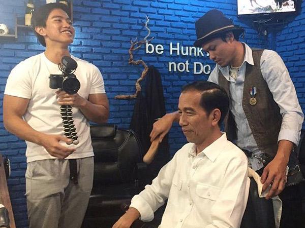 Diajak ke Barbershop Anak Muda, Jokowi Ternyata Jadi Bahan Percobaan Kaesang