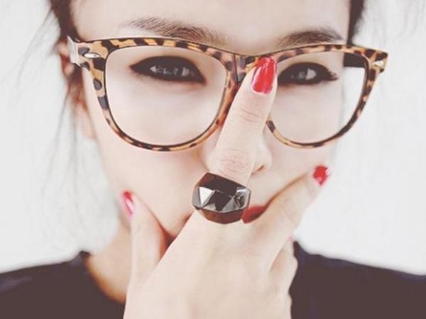 Tetap Terlihat Cantik, Ini Tips Pakai Makeup untuk Pengguna Kacamata