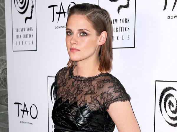 Gara-Gara Film 'Twilight', Kristen Stewart Alami Stress dan Muntah