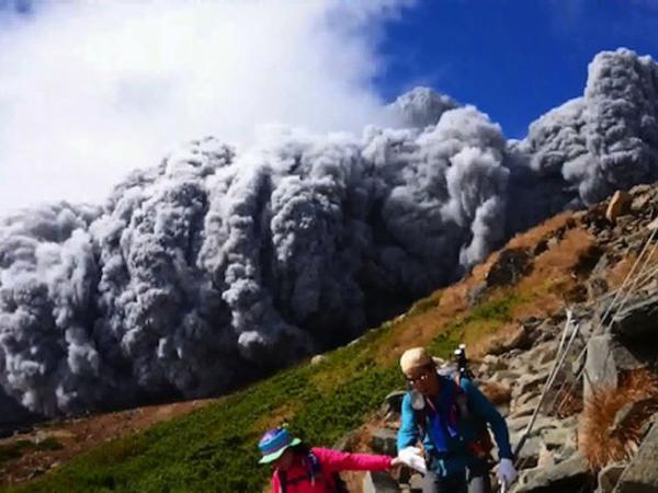 Korban Tewas Letusan Gunung Ontake Jepang Ditemukan Masih Genggam Ponsel