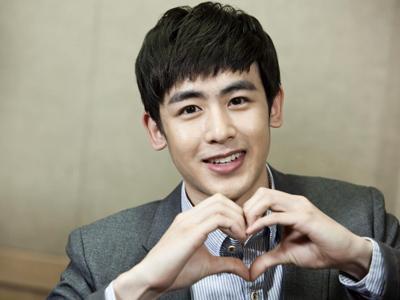 Wah, Nichkhun 2PM Dapat Hadiah Natal Berupa Ciuman!