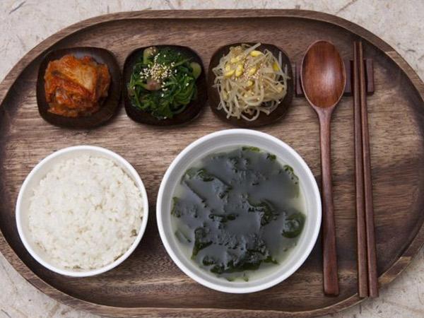 Sering Disajikan Ini Makna Penting Makan Sup Rumput Laut Bagi
