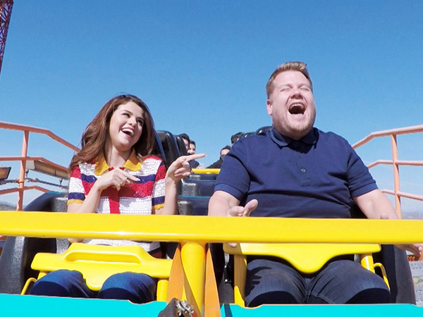 Naik Roller Coaster Hingga Buat Heboh McDonalds, Serunya 'Carpool Karaoke' Selena Gomez