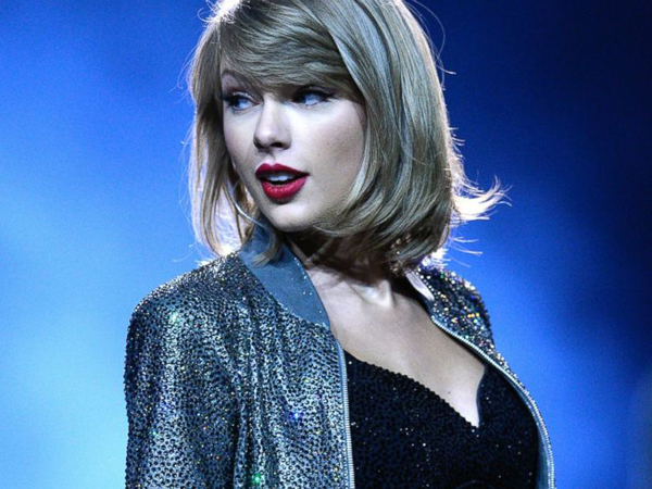 Pesawat Delay, Penggemar Ini Dapat Tiket Konser Gratis dari Taylor Swift!