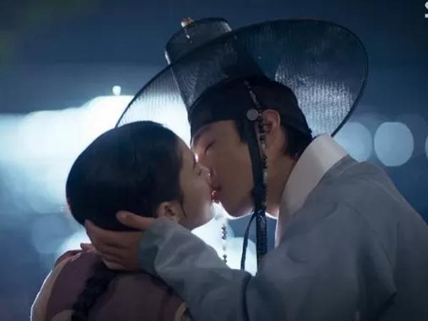 SBS Rilis Video Lucu di Balik Adegan Ciuman Ahn Hyo Seop dan Kim Yoo Jung Saat Syuting