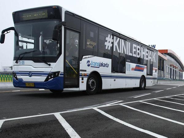 Cara TransJakarta Koridor 13 Buat Aman Perpanjangan Jam Operasional dengan Penerangan Minim