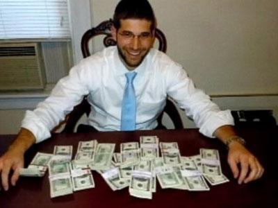 Wah, Pria AS Temukan Uang  Rp 1 Milyar di Meja Bekas