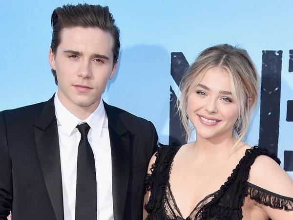 Kembali Pamer Kemesraan, Brooklyn Beckham Beri Kecupan Manis untuk Chloe Moretz