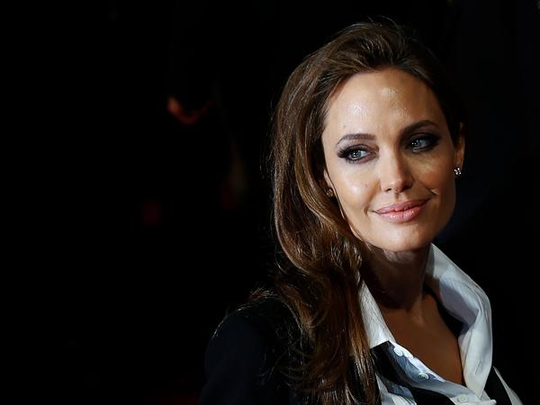 Usai Angkat Payudara, Angelina Jolie Jalani Operasi Pengangkatan Rahim
