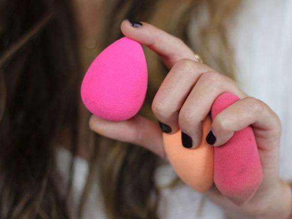 Cara Ampuh Bersihkan Beauty Blender yang Mungkin Belum Kamu Coba