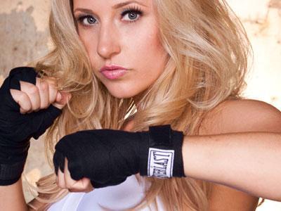 Wow, Ibu Hamil Tua Ini Masih Latihan Kickboxing
