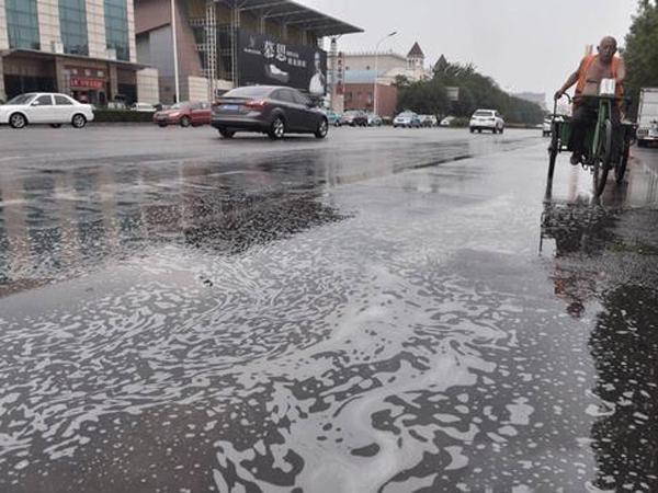 Pasca Ledakan Dashyat di Tianjin, Tiongkok Diguyur Hujan Busa