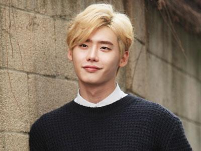 Lee Jong Suk Konfirmasi Penampilannya Sebagai Dokter di Drama Terbaru