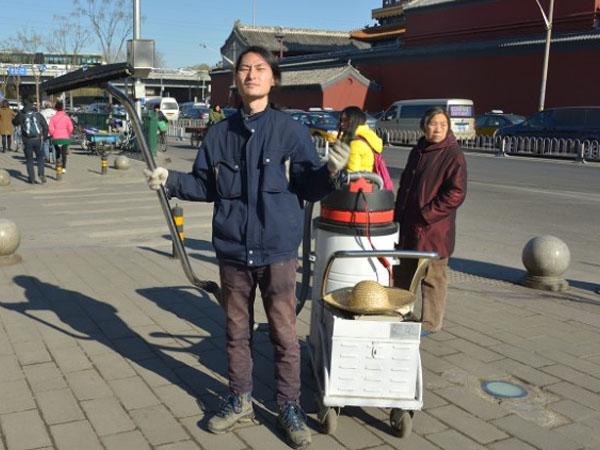 Wow, Seniman Ini Ciptakan Batu Bata dari Polusi Asap