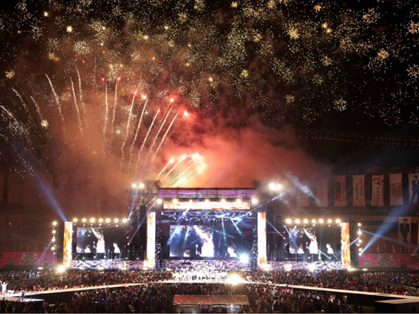 Kumpulkan Lebih dari 1 Juta Penonton, Konser SMTOWN Pecahkan Rekor Baru!