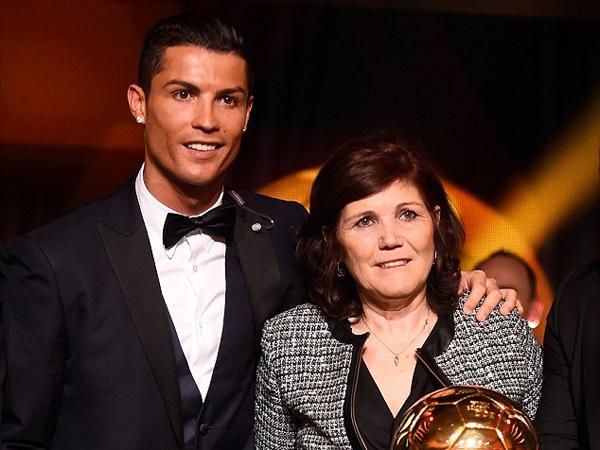Di Film Dokumenter, Cristiano Ronaldo Terungkap Nyaris Diaborsi oleh Ibunya