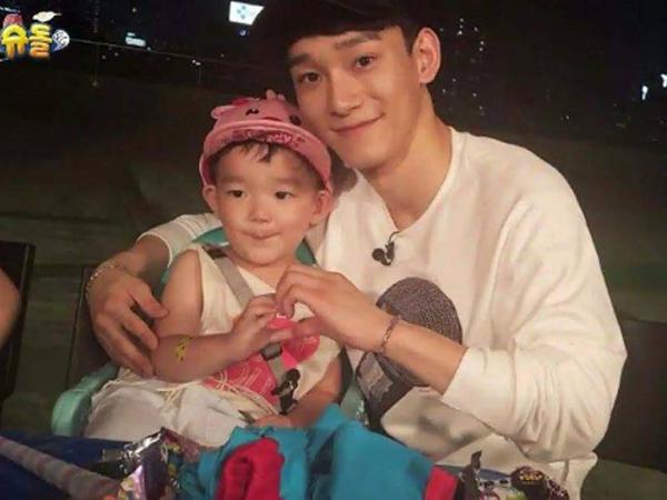 Kunjungi Cafe SM Hingga Ingin Beri Hadiah Ulang Tahun, Da Eul Rindukan Chen EXO!