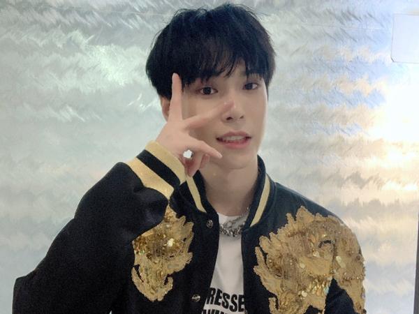 Doyoung NCT Nyanyikan Lagu Day6 Hingga Soundtrack Drama di V Live, Bikin Fans Ambyar!