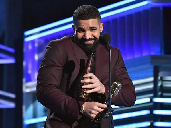 Kantongi 27 Trofi #BBMAs, Drake Geser Posisi Taylor Swift sebagai Pemegang Piala Terbanyak