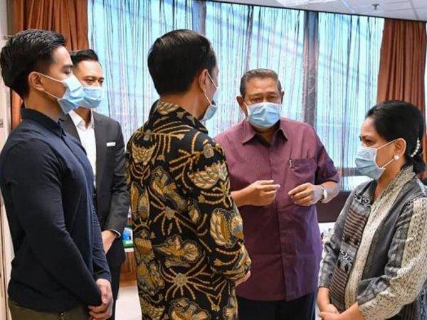 Ditemani Kaesang, Jokowi Luangkan Waktu Khusus Jenguk Ani Yudhoyono di Singapura