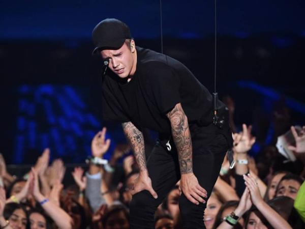 Ini yang Buat Justin Bieber Menangis Saat Tampil di MTV VMA 2015