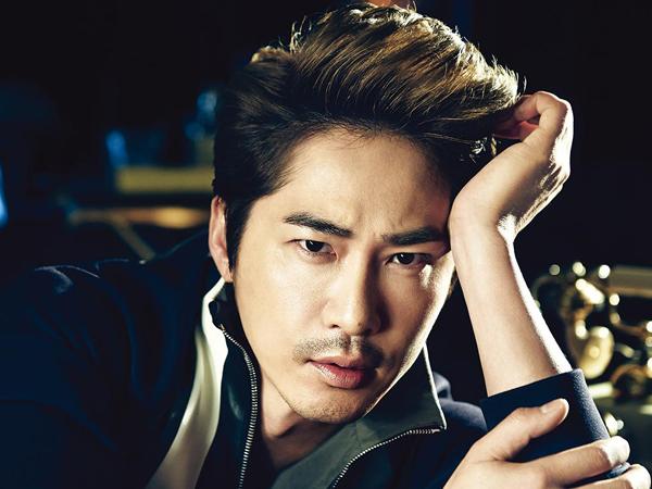 Aktor Kang Ji Hwan Alami Kecelakaan Mobil Sepulang Syuting, Satu Sisi Mobil Hancur
