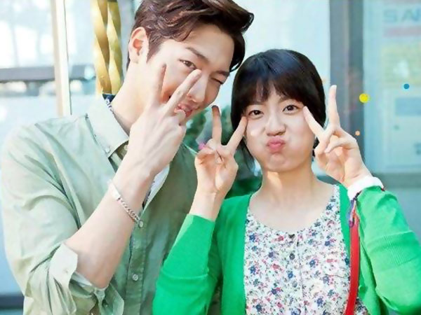 Seo Kang Joon Buat Malu Nam Ji Hyun Dalam Syuting 'Whats' With This Family'?