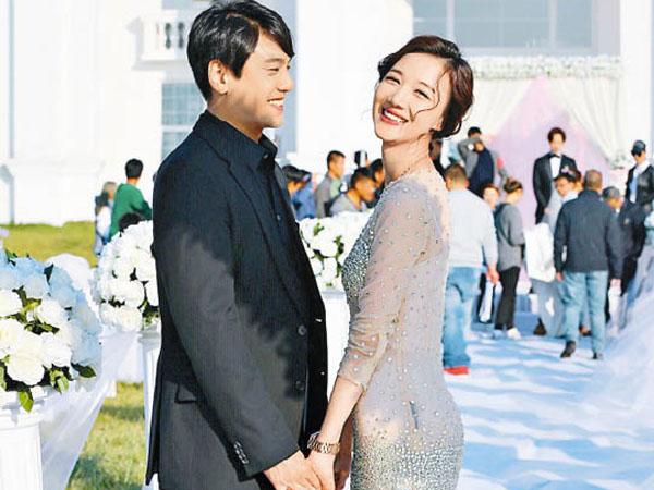 Beda Usia 17 Tahun, Ken Zhu 'Meteor Garden' Akhirnya Resmi Nikahi Sang Kekasih