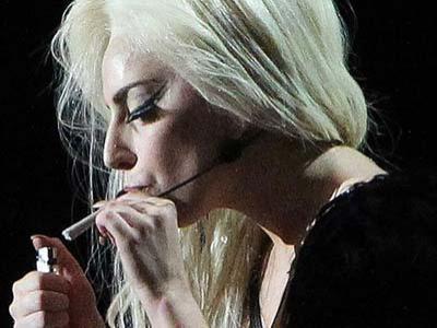 Lady Gaga, Bakar Ganja Ketika Manggung