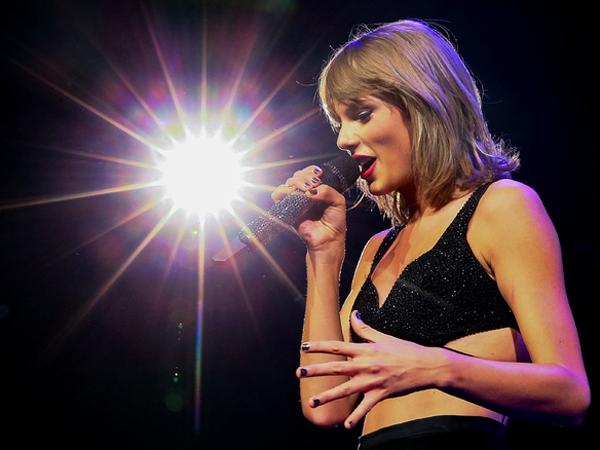 Taylor Swift Larang Penggemar Siarkan Konsernya Secara Live Lewat Periscope