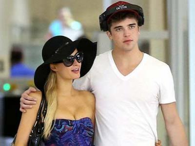Wah, Paris Hilton Ajak Brondongnya Berlibur ke Hawaii