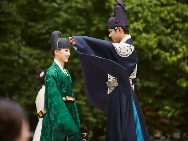 Karena Hal Ini, KBS Harus Ubah Jadwal Tayang 'Moonlight Drawn by Clouds'