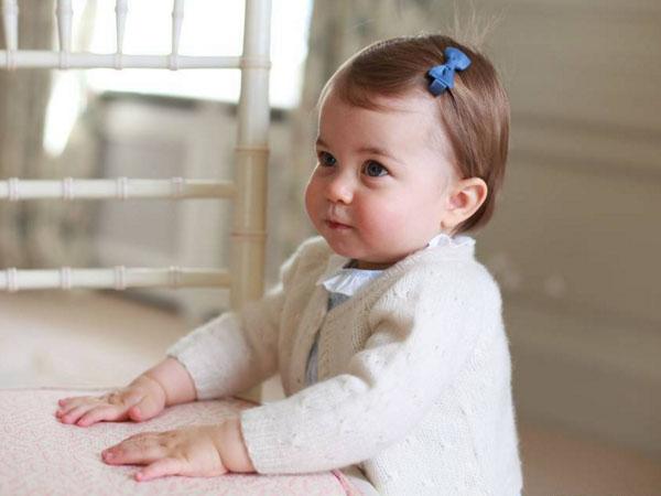 Sambut Ultah Pertama, Kate Middleton Pamer Foto-foto Gemas Putri Charlotte